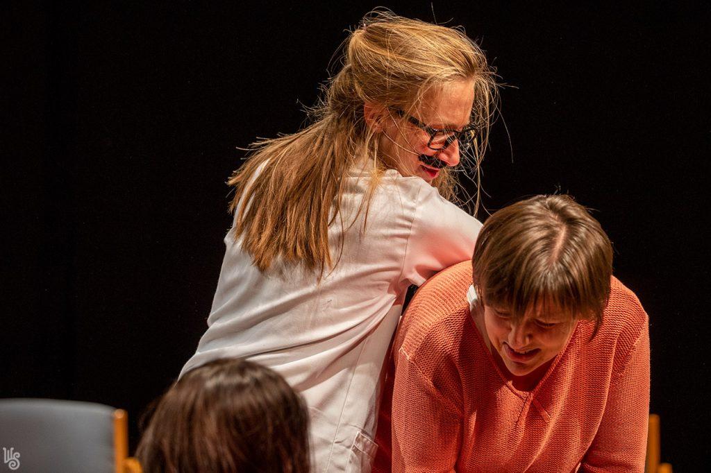 Antal D. Csaba és Szandtner Anna - Lehet a gátmetszésről, az otthonszülésről és a hálapénzről színházat csinálni? 5